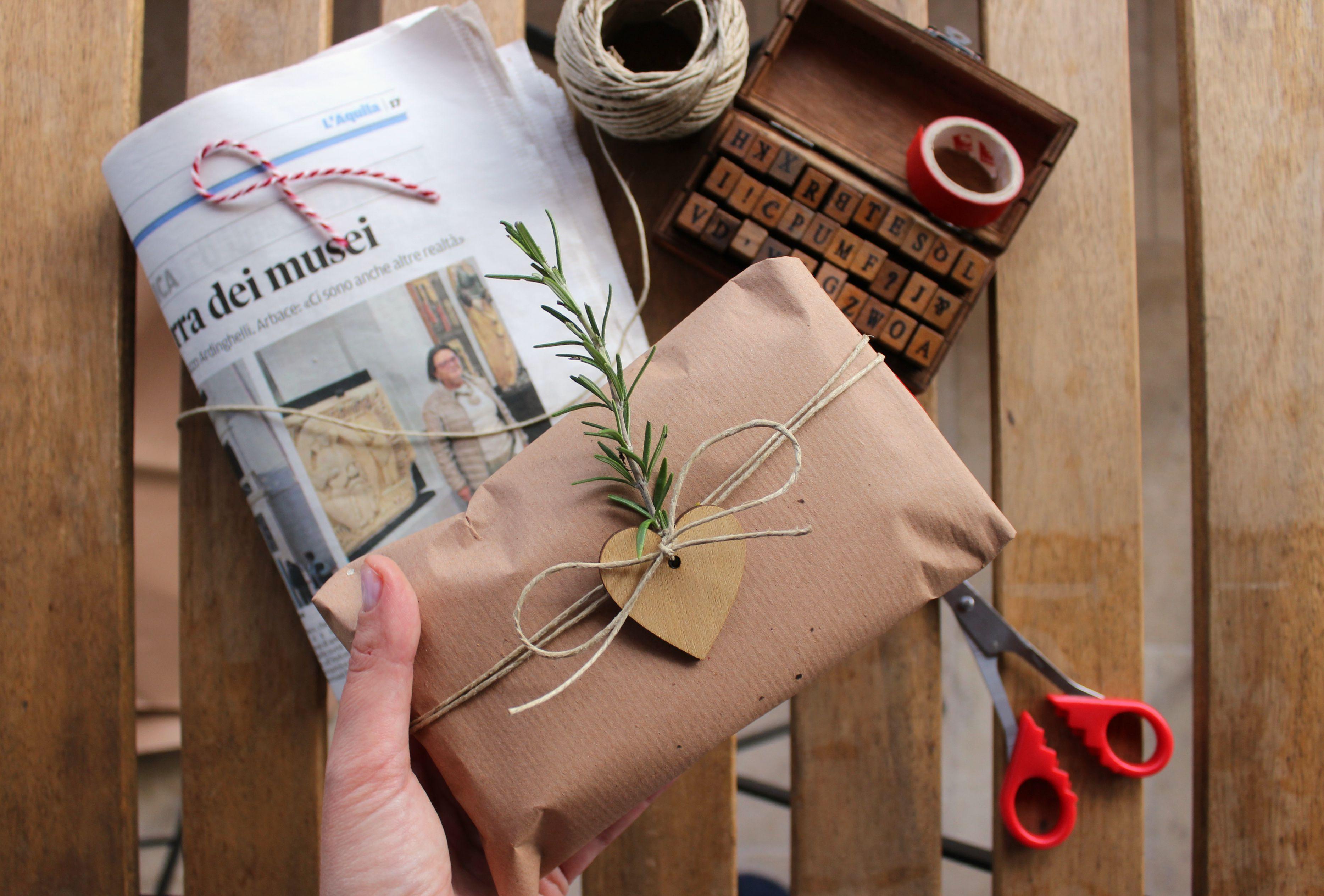incartare regali con carta da pacchi