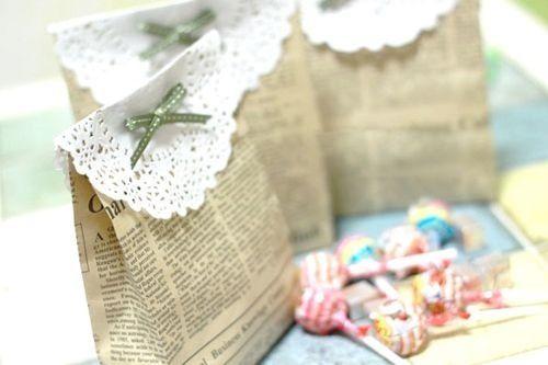 Come realizzare dei sacchetti con carta di giornale riciclata.