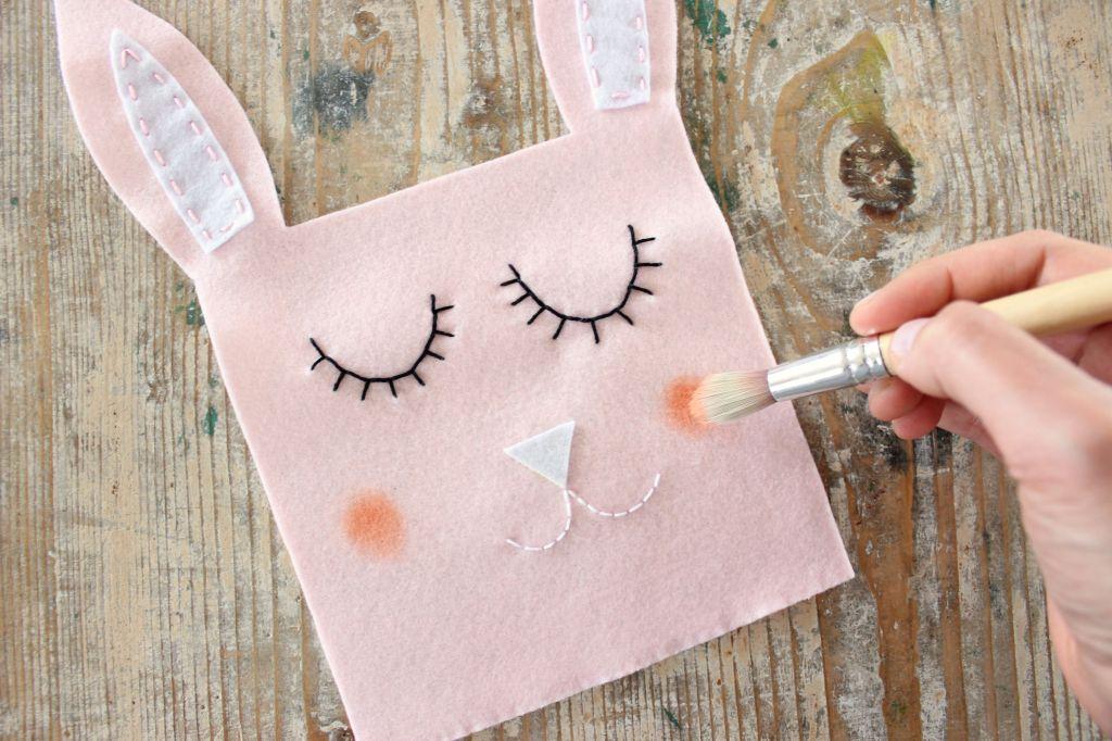 tutorial cucito facile idea originale regalo sacchetto fatto a mano pannolenci coniglio