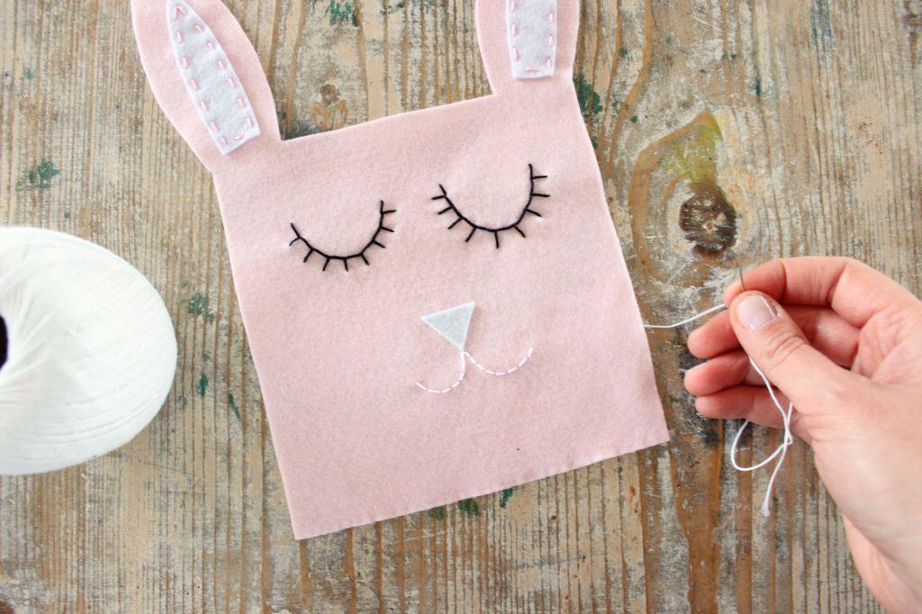 come cucire un sacchetto porta ovetti cioccolatini di pasqua coniglietto rosa