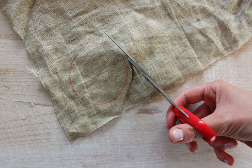 come realizzare facilmente dei fiori di tessuto